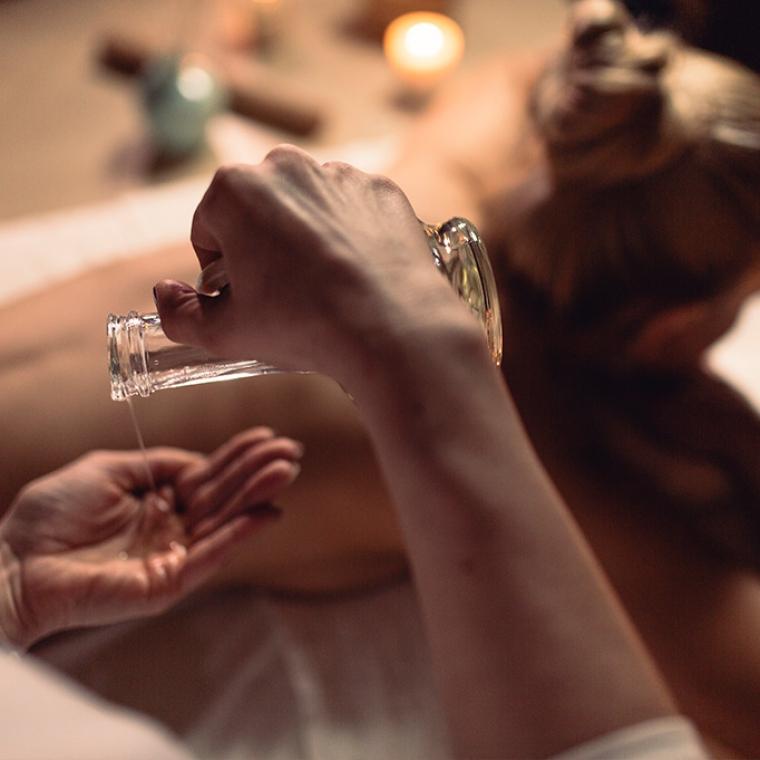 Jak niwelować stres przy pomocy masażu? Innowacyjne techniki relaksacyjne.